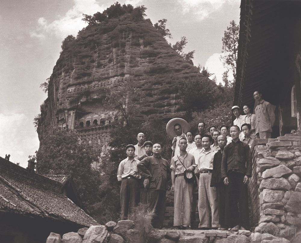 Photo of the investigation group of Maiji Mountain Grottoes Art organized by the Ministry of Culture, 1953