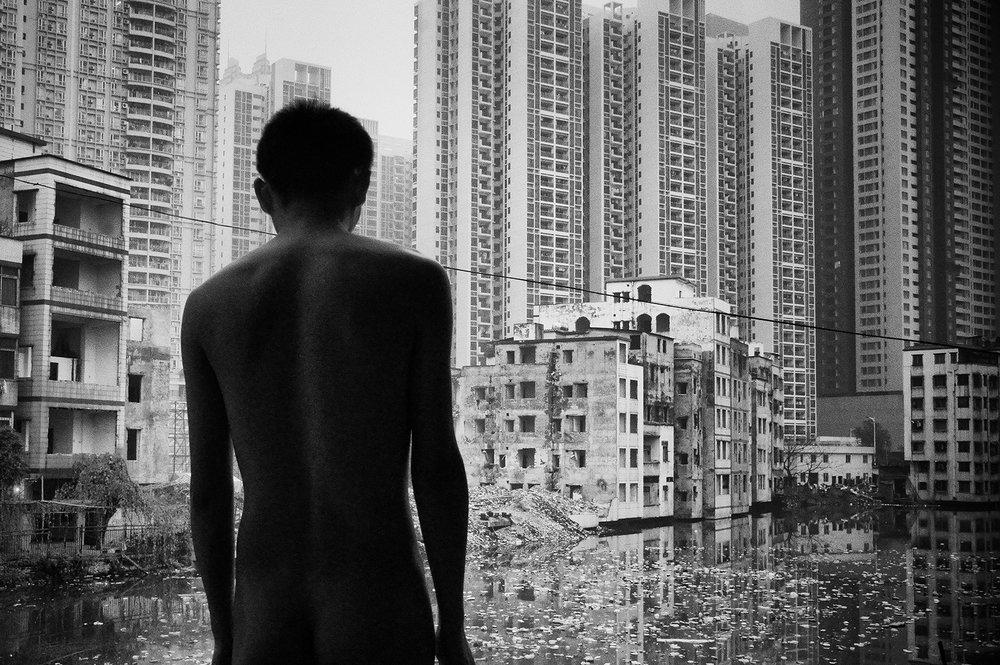 Liu Tao,  A Weak Road n¯110 , 2012, photo, 40x60cm