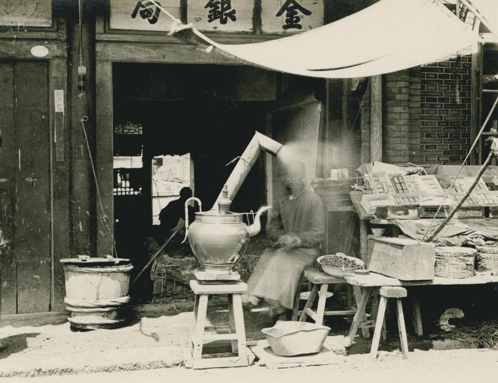 Tea venders Mukden style, 1909-06