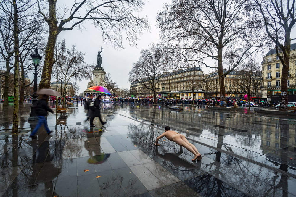 - Ou ZhihangFrance, Paris Place de la République, 2016,