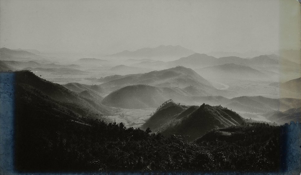 Xue Zijiang, Morning Mist in the Mountains, 1956, printed on fine heavy paper in Beijing by Xue Zijiang, late 1950s, 81.8x48.2 cm, courtesy of Huang Jianpeng Gallery 黄建鹏画廊