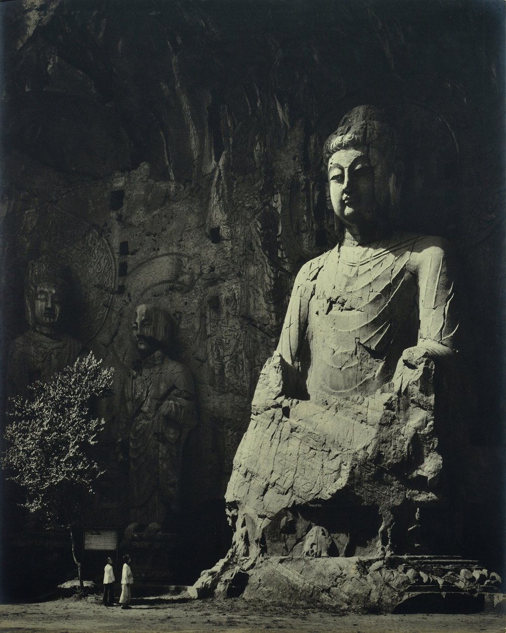 Xue Zijiang, Stone Buddha of Longmen, Luoyang of Henan Province, printed on fine heavy paper, mounted on cardboard, 1958, 63.1×50.5cm, courtesy of Huang Jianpeng Gallery 黄建鹏画廊