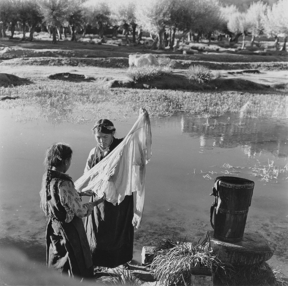 Lan Zhigui, Washer Women, Lhoka 1959, Darkroom developed, salt paper print, limited print 6/20, 2010, 40.6x40.6 cm, courtesy of Huang Jianpeng Gallery 黄建鹏画廊