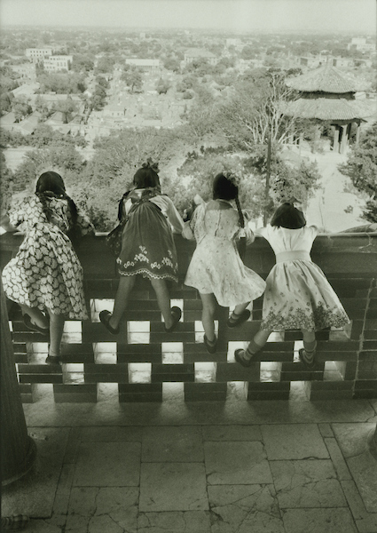 Four girls looking over balcony to city in Pavilion on top of Coal Mountain, Peking 1956 | Courtesy of Tom Hutchins Images Ltd., New Zealand