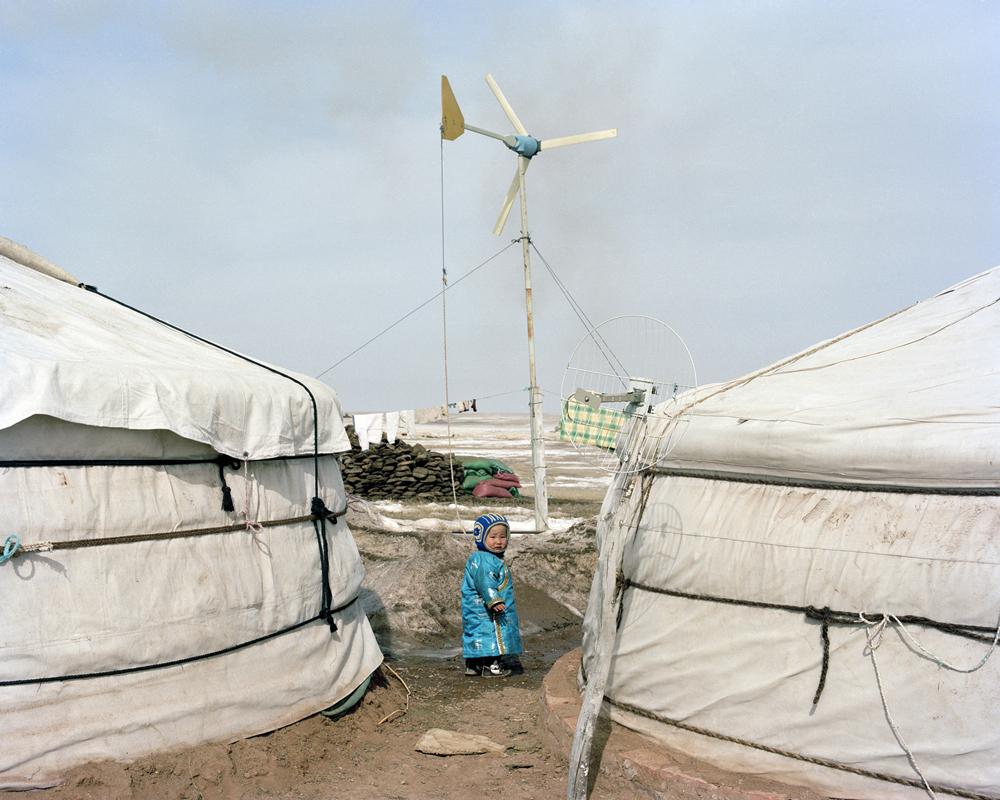 A child outside Monglian yurt,Inner Mongolia,2013-li-wei-photography-of-china.jpg