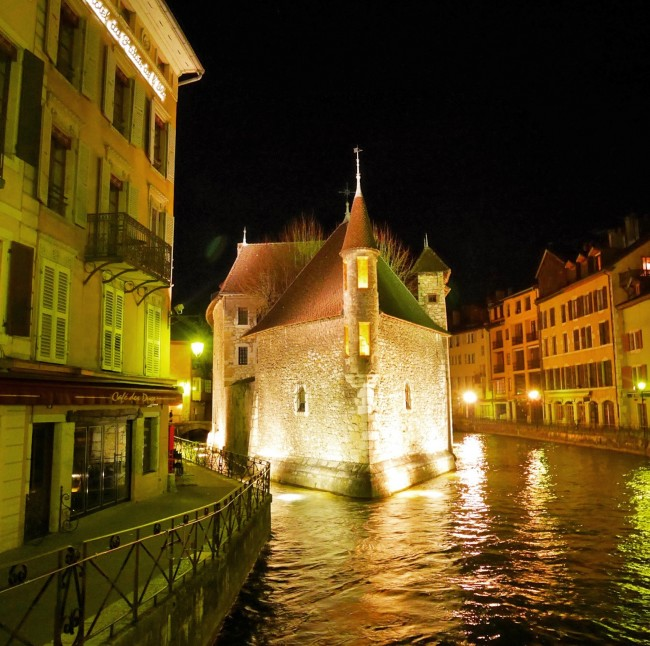 ANnecy palace-at-night-650x646 USE.jpg