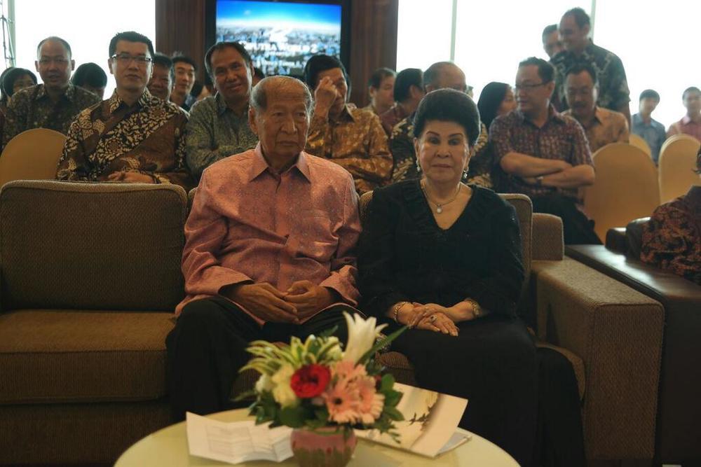 Pak Ciputra dan istri sudah hadir di CiWorld Jakarta. Hari ini Pak Ci ulang tahun ke-82.jpg