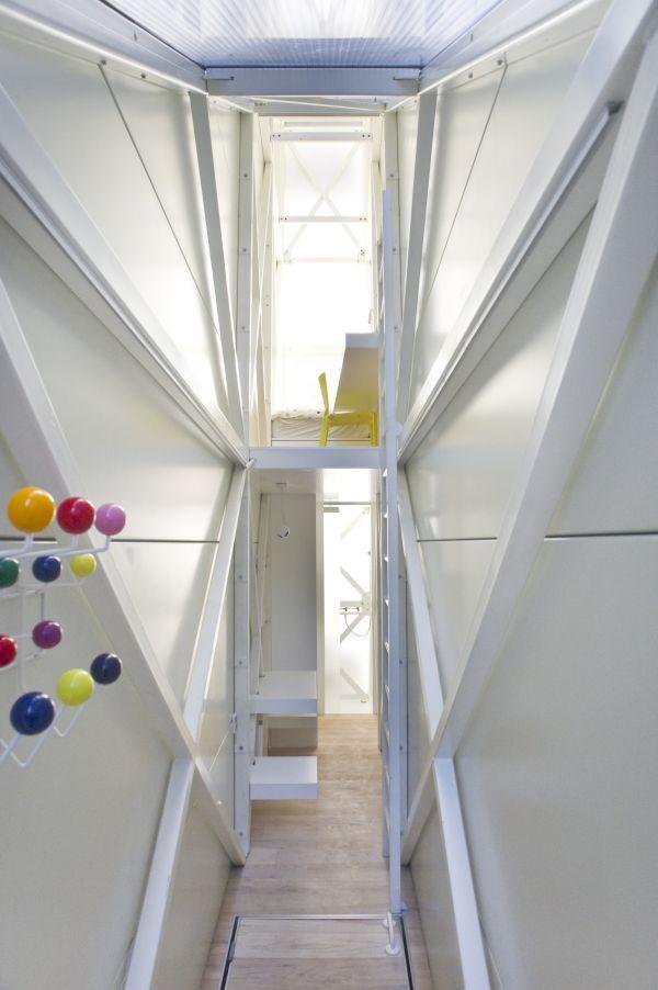the-worlds-skinniest-house-by-jakub-szczesny2.jpg