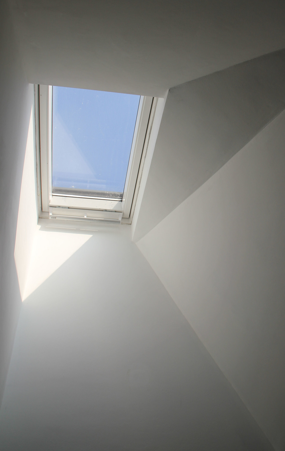 Splayed ceiling to new rooflight to existing house