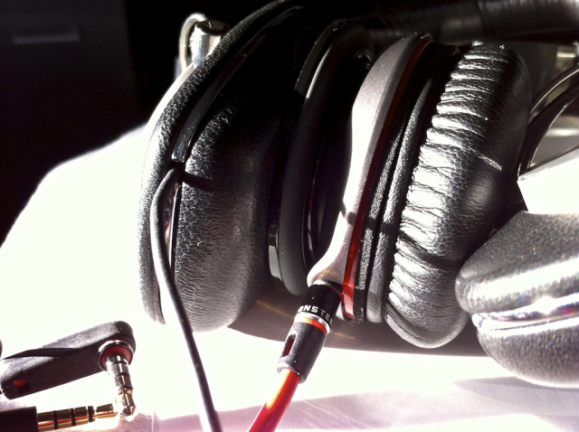 2012008_MonsterBeats_vs_BowersWilkins_005.jpg