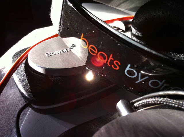 2012008_MonsterBeats_vs_BowersWilkins_003.jpg