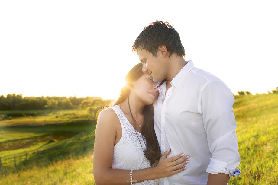 Lucila y Amilcar Pareja enamorada con rayo de sol Bodas