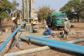 Installing the well casing