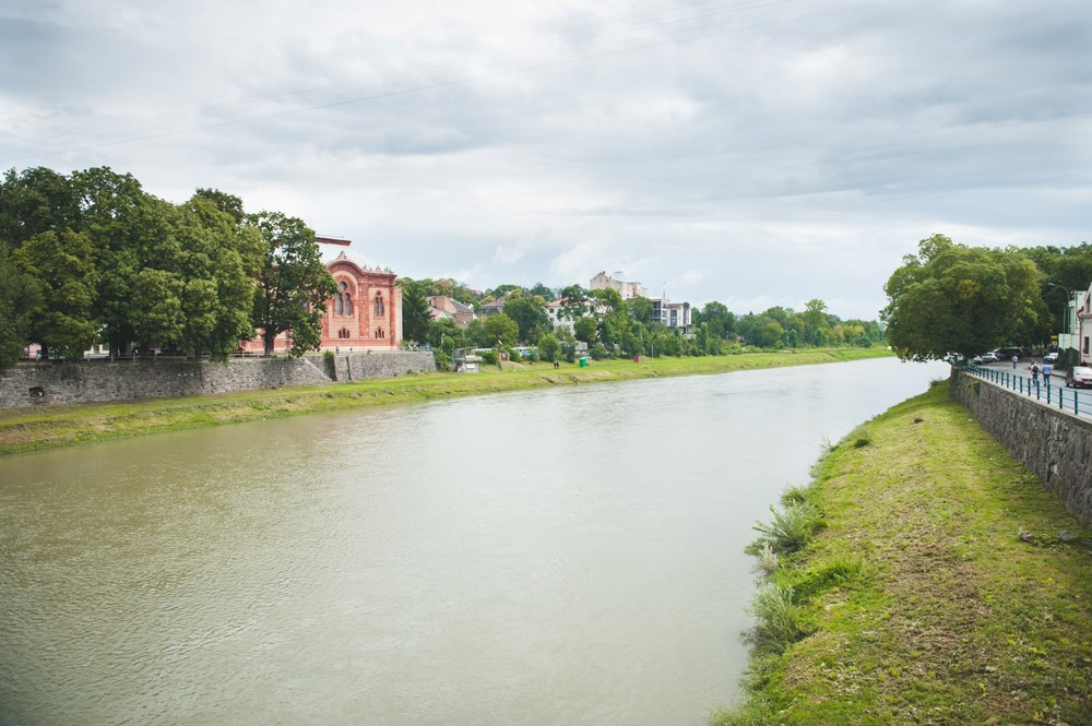 Uzh River Uzhgorod.jpg