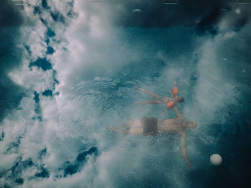צילום מגג השקוף של הבריכה. בולגריה