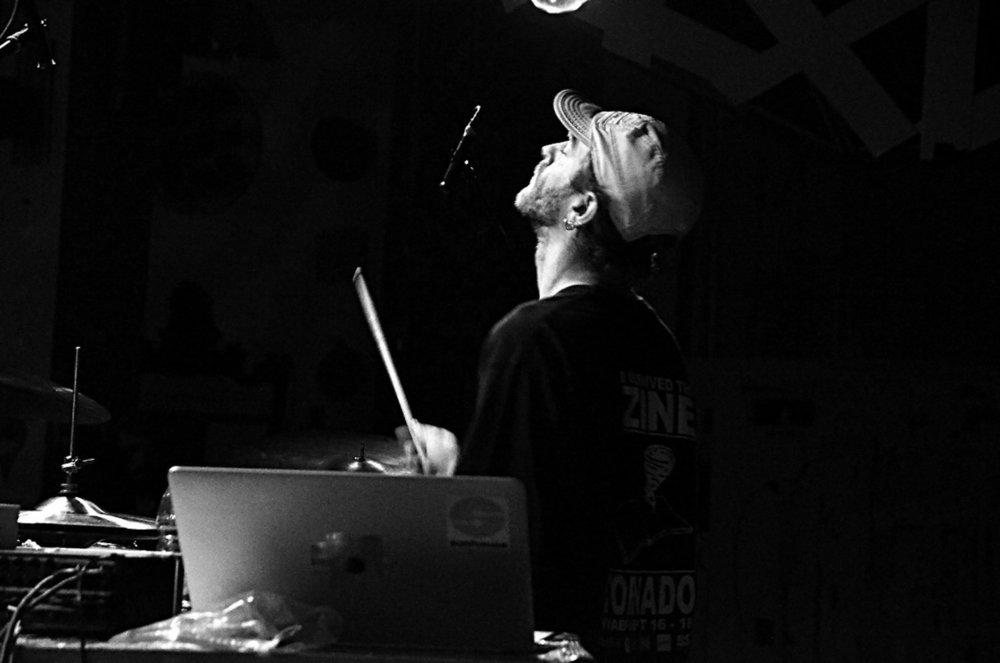 Greg Fox Solo | ADAO (OUT.RA-Associação Cultural) | 09/17