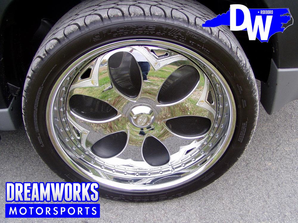 Jeff-Gordon-NASCAR-#24-Chevrolet-Tahoe-Black-Dreamworks-Motorsports-2.jpg