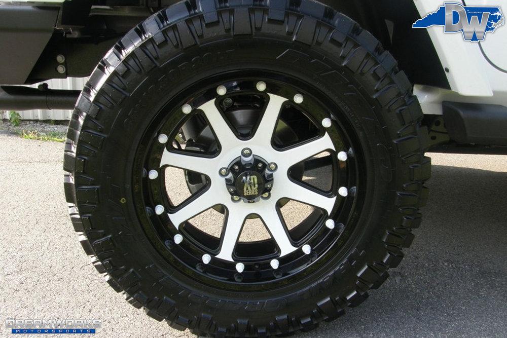 2011-Jeep-Wrangler-Dreamworks-Motorsports-13.jpg