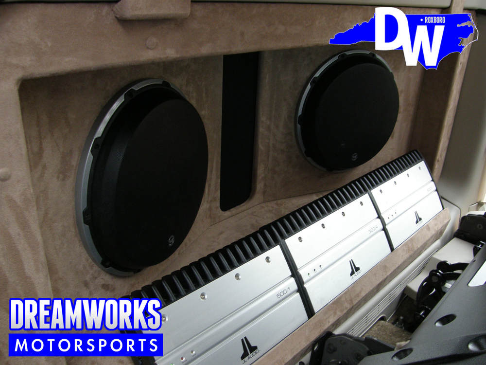 Cadillac-Escalade-EXT-Giovanna-Dreamworks-Motorsports-4.jpg