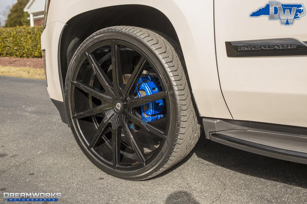 White-Cadillac-Escalade-Dreamworks-Motorsports-7.jpg