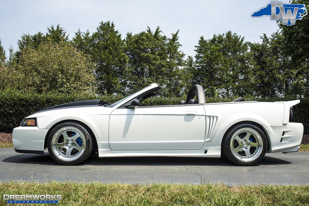White-Saleen-Mustang-Dreamworks-Motorsports-1.jpg