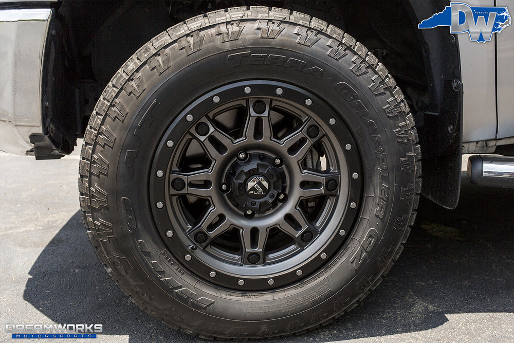 Silver-Toyota-Tundra-Dreamworks-Motorsports-9.jpg