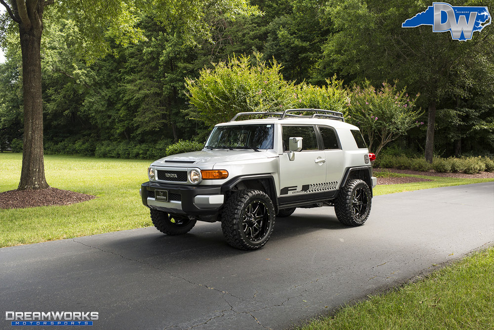 Toyota-FJ-Cruiser-Silver-Dreamworks-Motorsports-10.jpg