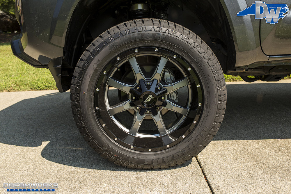 Toyota-Tacoma-Dreamworks-Motorsports-4.jpg