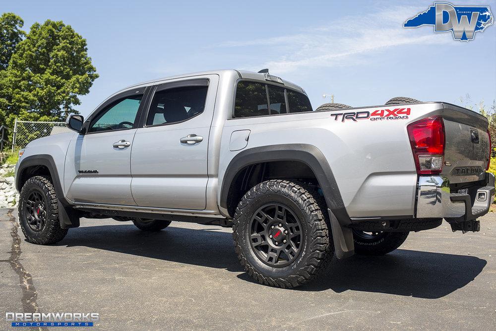 Silver-Toyota-Tundra-Dreamworks-Motorsports-3.jpg