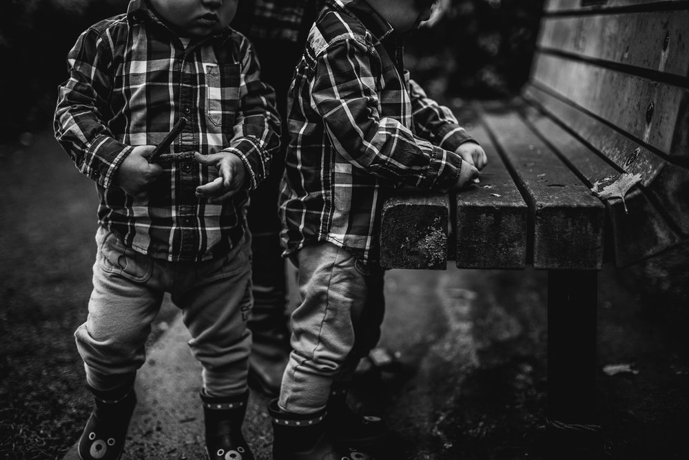 saracannonphoto.victoria.bc.photography.lifestyle.portraits.twins.family-2.jpg