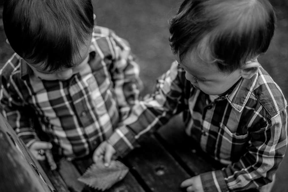 saracannonphoto.victoria.bc.photography.lifestyle.portraits.twins.family-5.jpg