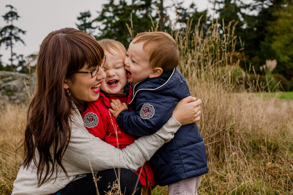 saracannonphoto.victoria.bc.photography.lifestyle.portraits.twins.family-35.jpg