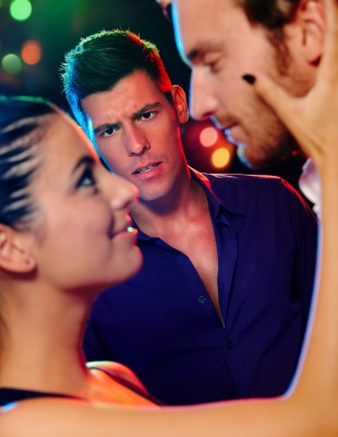 woman-cheating-on-boyfriend-at-club.jpg