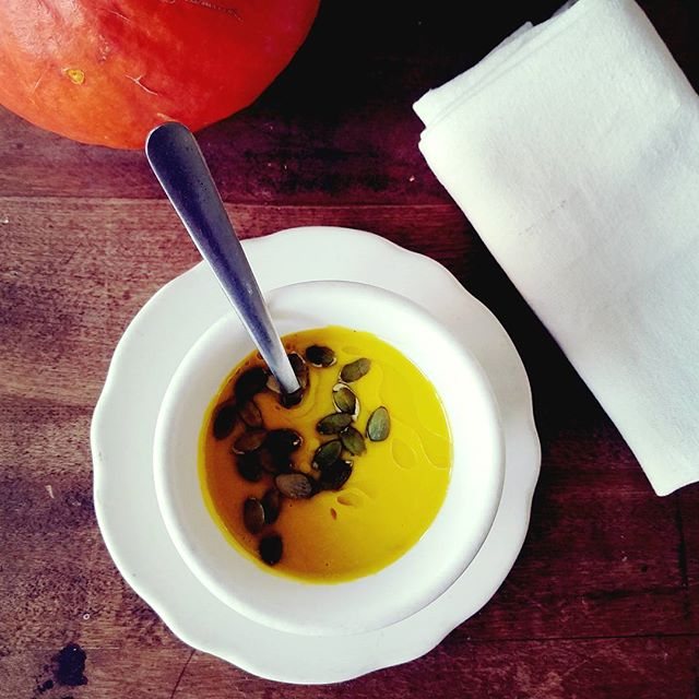 Local Heirloom Blue Ballet Squash Soup w/ pepitas & macadamia nut oil  #local #heirloom #falltime🍁 #soup #vegan #organic #welovesquash #whatsforlunch #localrootschef #personalchef #kaukauna #appleton #foxcities #wisconsin