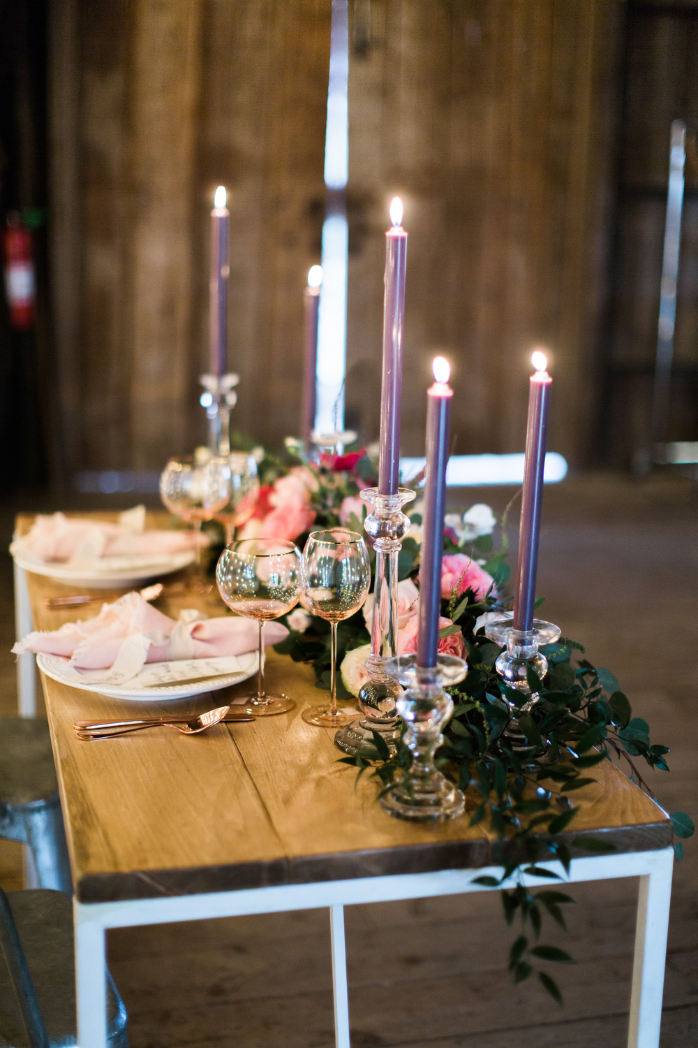florals: ilonka florals // furniture: maggpie vintage rentals // photo by emily wren photography