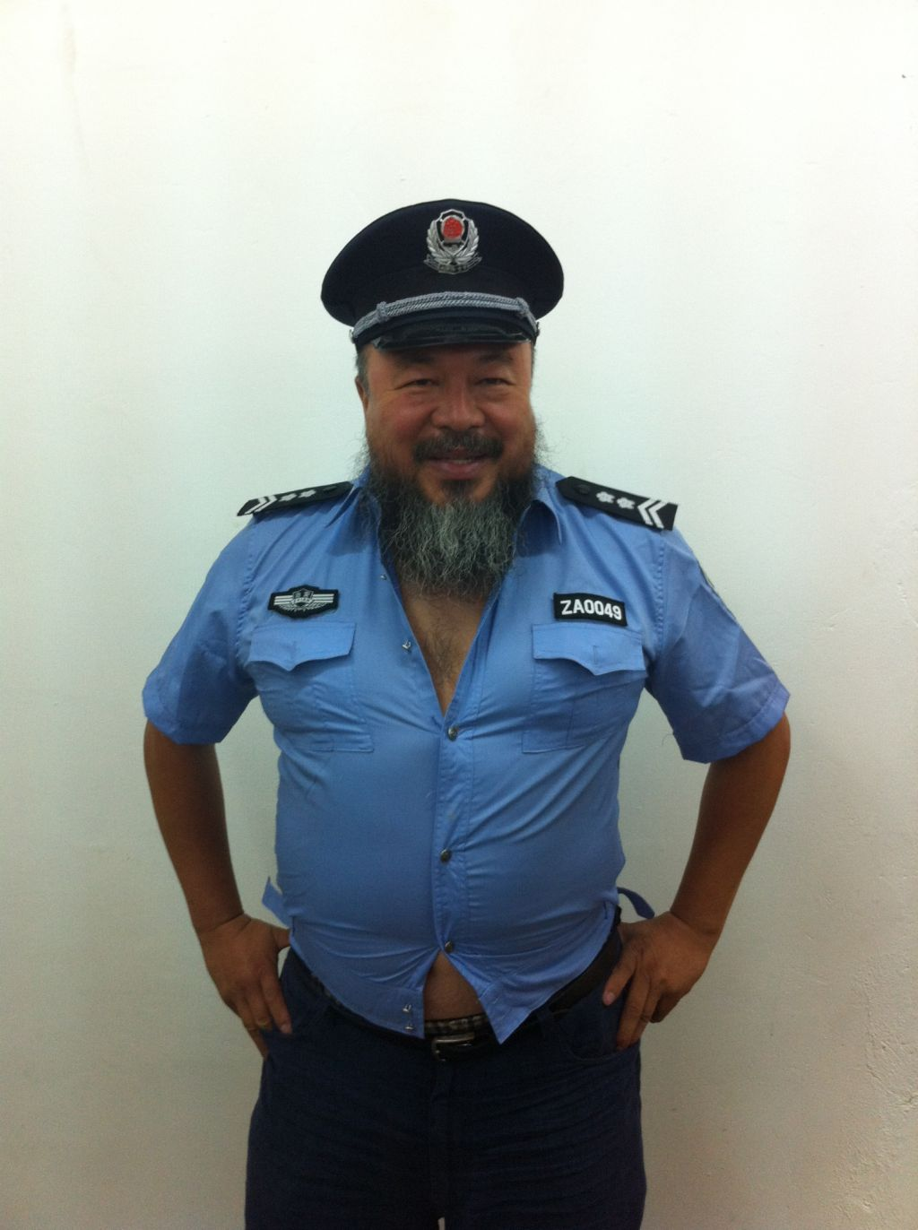 absolumentmoderne :      cavetocanvas :     Interrupting the day of Morris Graves to bring you this FABULOUS photo of Ai Weiwei.        This is a great look.      A true creative…live in the NOW!!