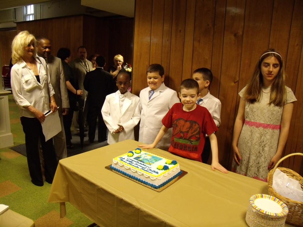 kids - communion cake.jpg