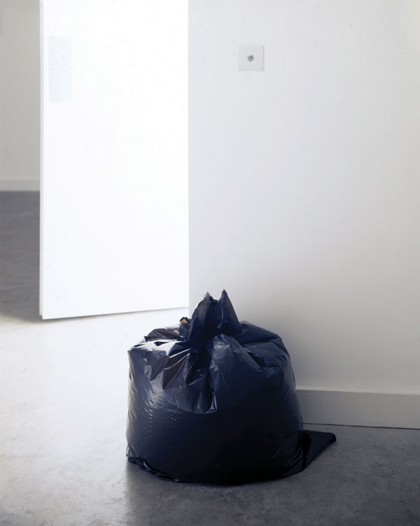 Ceal Floyer,  G  arbage bag , 1996 Courtesy of the artist and Lisson Gallery, London