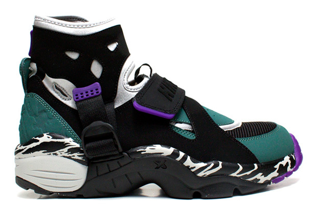 Nike Air Carnivore…new retro release I love them. Coming out pretty soon…(via hypebeast)