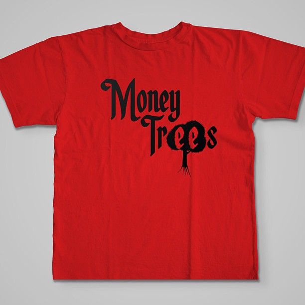 #MoneyTrees tee drops next week…my favorite song off Kendrick Lamar's GKMC so I decided to make a shirt about it…this song embodies the everyday struggle and hustle to live out your dreams. I'm sure you'll feel me on this! This is a mock sample the tees aren't complete yet. Rock with me on this one. The full spring/summer line drops soon and trust you're gonna love it! #rsl #roadscholarlifestyle #MoneyTrees #kendricklamar #igsneakercommunity #fashion #streetwear