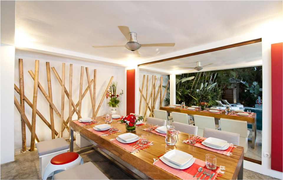 08-VILLA-SABTU---LIVING-ROOM---DINNING-TABLE.jpg