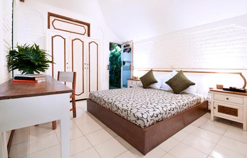 17-VILLA-SENIN---GROUND-FLOOR---BEDROOM-COLONIAL.jpg