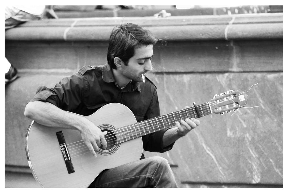 Mann mit Gitarre Kopie.jpg