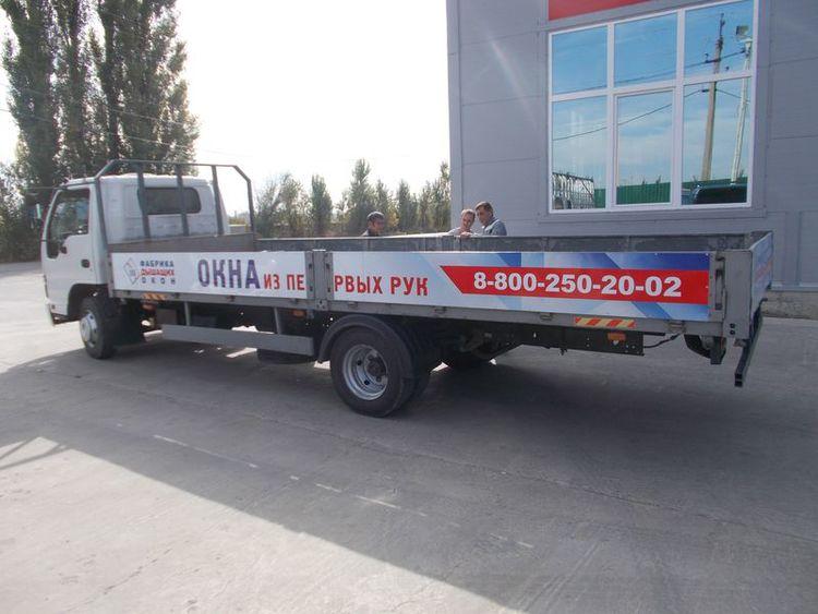 Реклама на автомобиле«Фабрики Дышащих Окон».  Краснодар, Ноябрь 2014 г.