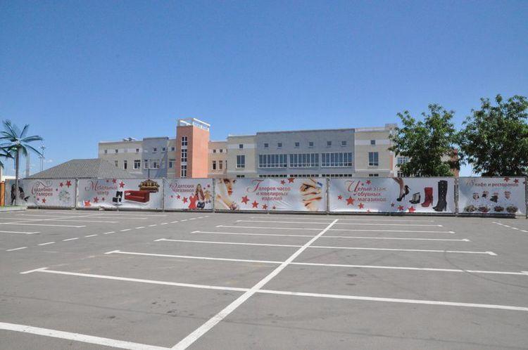 Производство наружной рекламы нашим агентством для парковки ТРЦ«Красная площадь».  Краснодар, фото декабрь 2012 г.