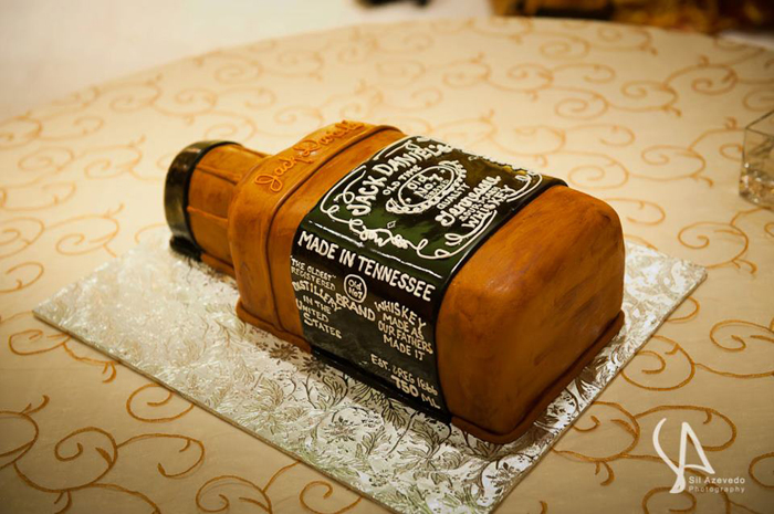 custom-grooms-cake-jack-daniels-whiskey-bottle.jpg