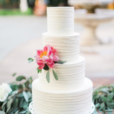 Sugar Bee Sweets Signature Wedding Cake: Classic Floral