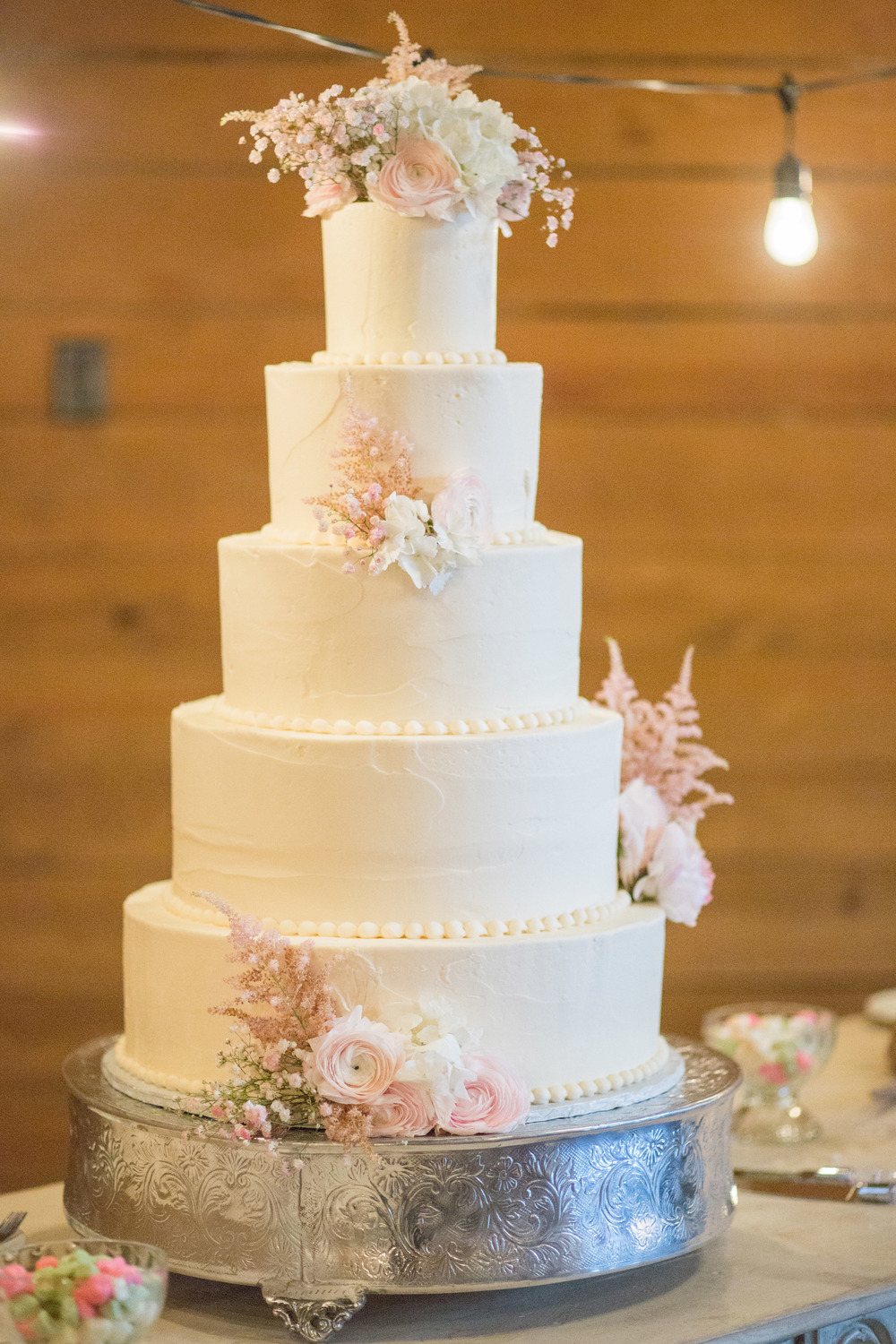 custom-wedding-cake-white-texture-pearl-border-sugarbeesweets.jpg
