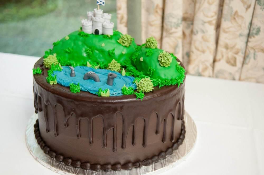 custom-grooms-cake-scotland-scottish-castle-lochnessmonster-nessie-sugarbeesweets.jpg