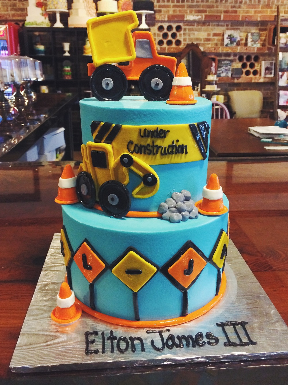 construction-themed-party-cake-sugarbeesweets.JPG